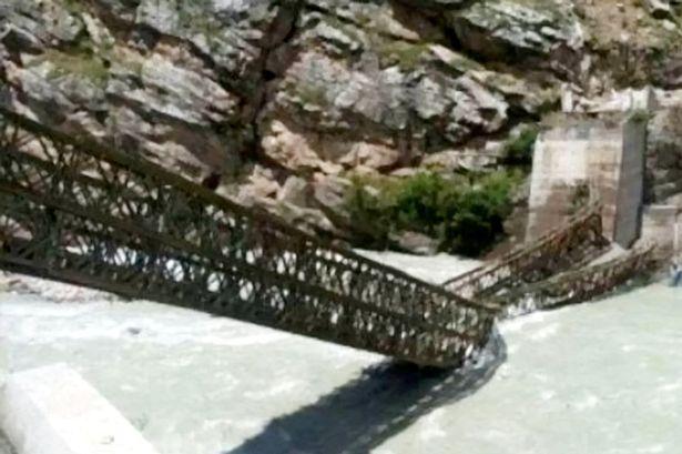 رانش زمین آخرالزمانی در هند و تخریب پل در اثر برخورد سنگ های غول پیکر + ویدیو
