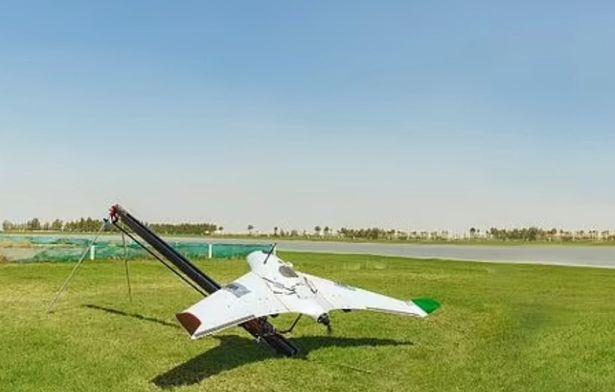 شهر دبی در امارات به منظور کاهش دمای 50 درجه به بارور کردن ابرها با استفاده از تکنولوژِ پهپادی روی آورده است