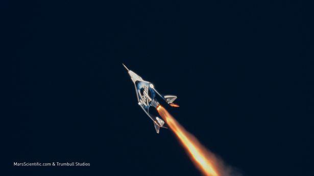 تنها دقایقی پس از طلوع آفتاب امروز به وقت محلی، ریچارد برانسون در تلاش برای بردن رقابت فضایی میلیاردرها، از یک باند پرواز خالی به فضا خوهد رفت.