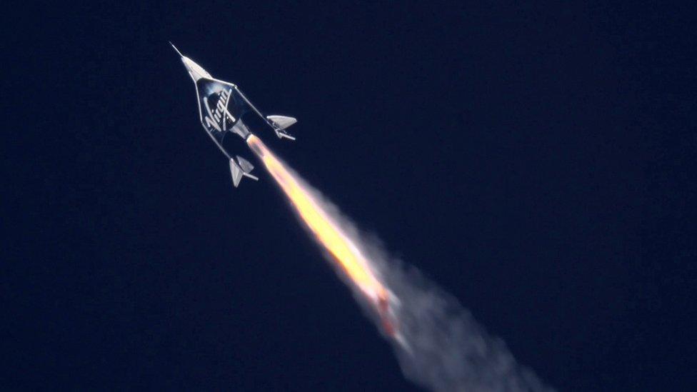 ریچارد برانسون با فضاپیمای ویرجین گلتیک به اولین انسانی تبدیل شد که با کمک راکتی که خود هزینه اش را پرداخت کرده بود، به فضا رفت.