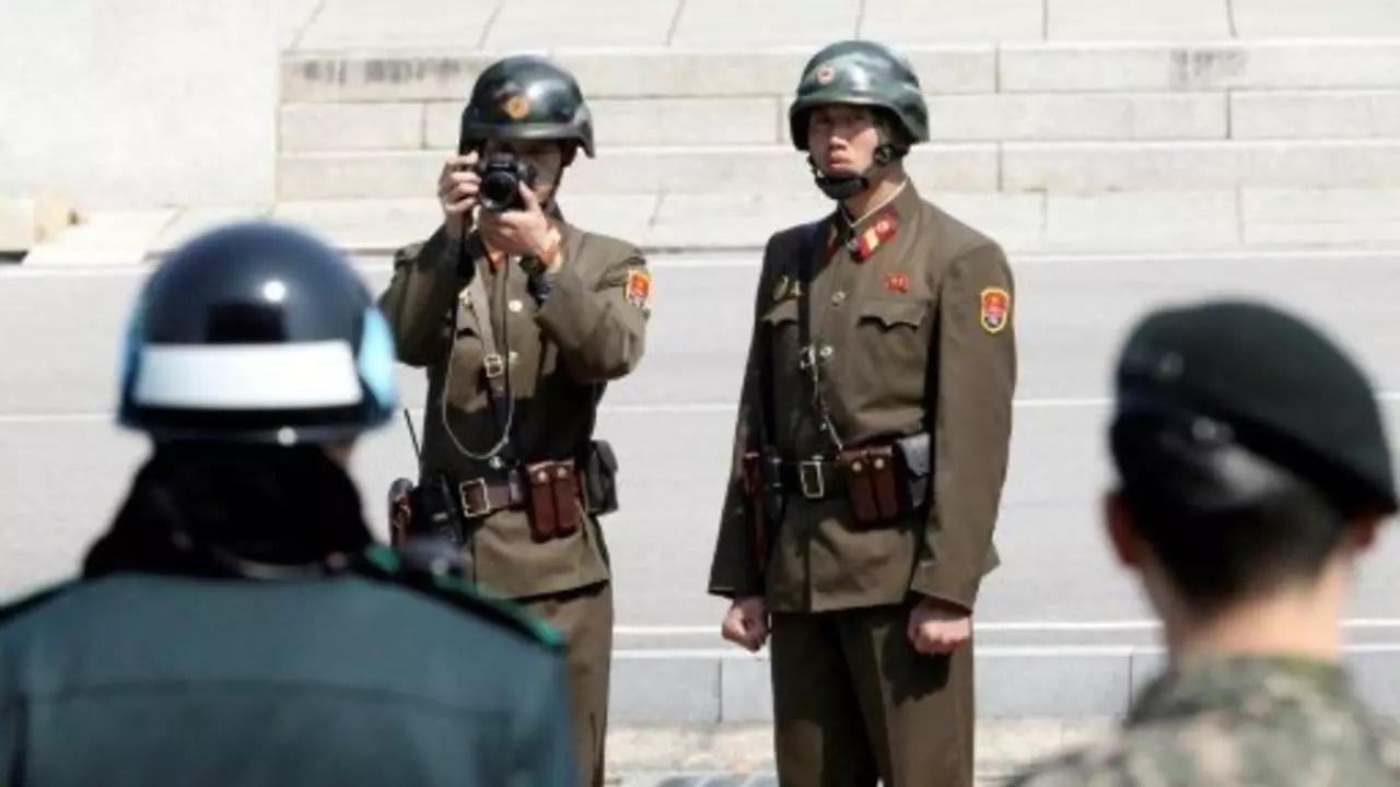 کره شمالی تلاش خود در عرصه نبرد فرهنگی با کره جنوبی را تشدید کرده و به شهروندان خود هشدار داده که از هر چیزی که مربوط به کره جنوبی است دور بمانند