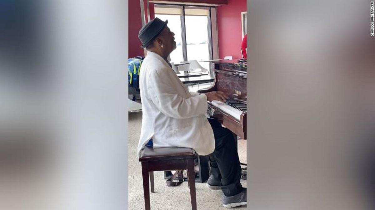 انعام 60 هزار دلاری برای پیانیست فرودگاه