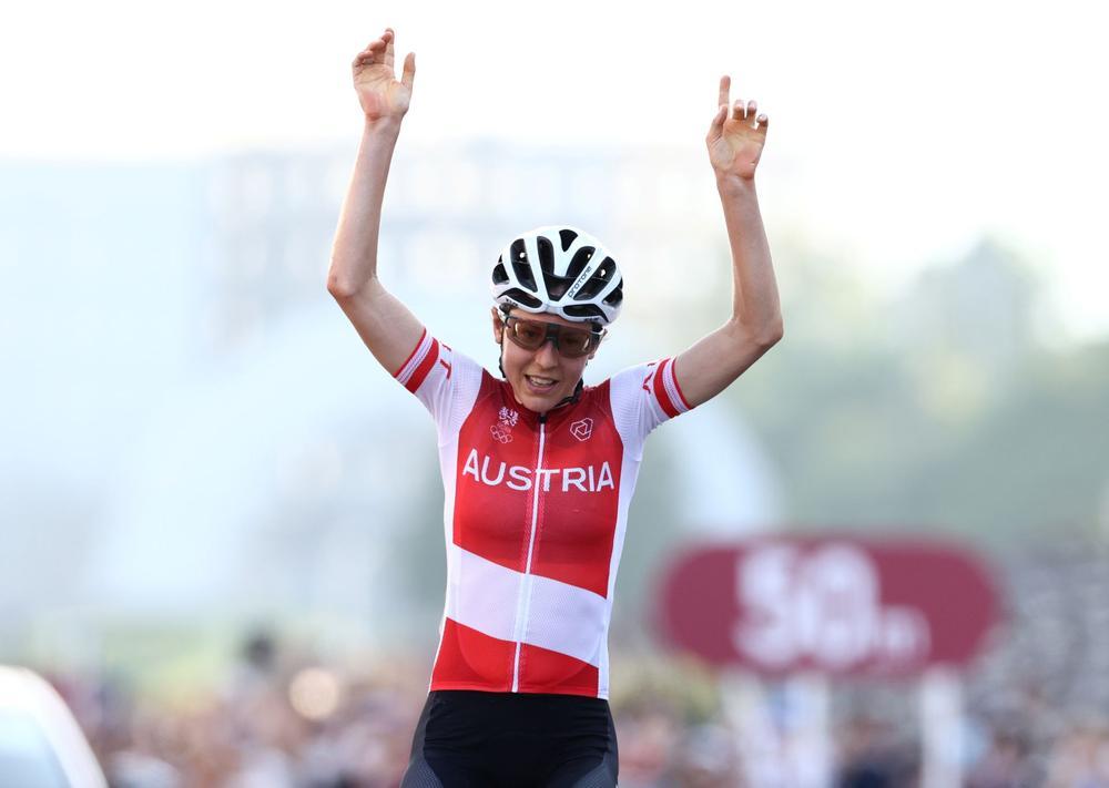 آنا کیسنهوفر ؛ ریاضیدان ۳۰ ساله اتریشی که بدون مربی قهرمان دوچرخه سواری المپیک شد