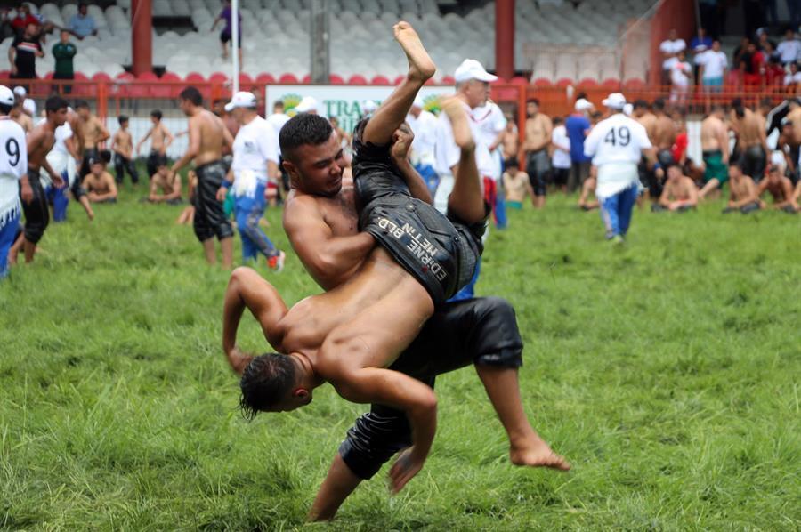قدیمی ترین فستیوال ترکیه با نام فستیوال کشتی روغنی کیرکپینار (Kırkpınar Oil Wrestling) این هفته آغاز شده است