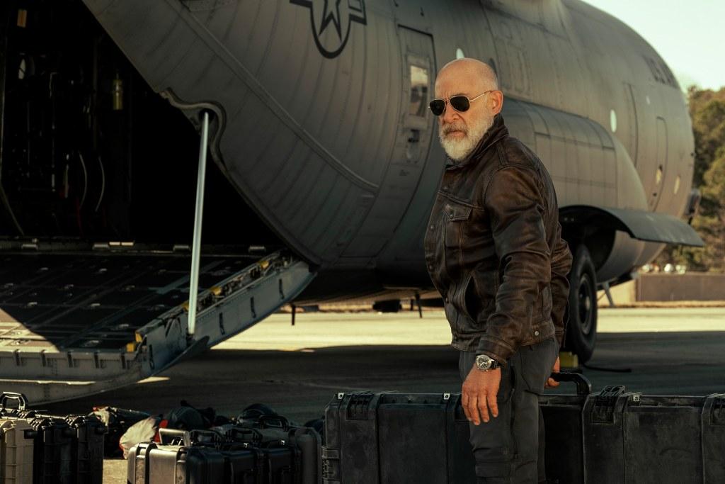 در فیلم The Tomorrow War سربازانی از سال 2051 به گذشته سفر می کنند تا به بشریت در مورد یک نبرد مرگبار علیه موجودات فرازمینی هشدار دهند.