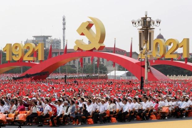 چین در یک دهه آینده موفق می شود ایالات متحده را از مسند ابرقدرت جهان پایین کشیده و به تنهایی بزرگ ترین قدرت نظامی و اقتصادی جهان خواهد شد.