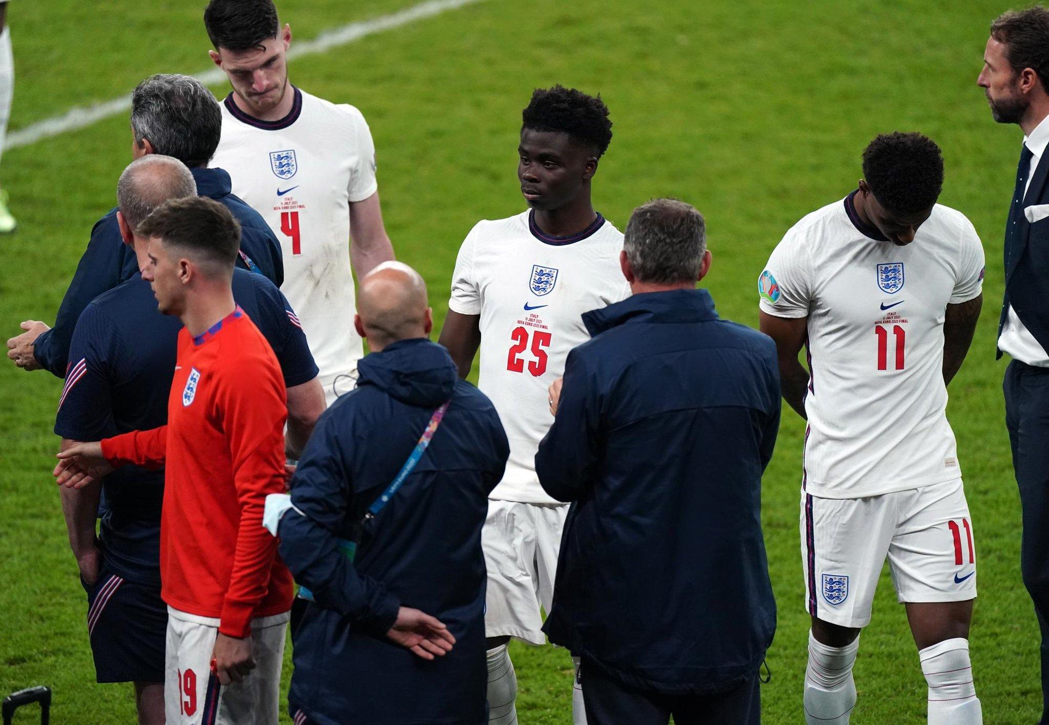 جیدون سانچو، بوکایو ساکا، مارکوس رشفورد و رحیم استرلینگ از تیم ملی انگلیس نزدیک به 2,000 توییت توهین آمیز و نژادپرستانه دریافت کرده اند.