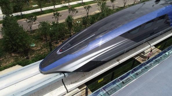 یک قطار گلوله ای شناور مغناطیسی (maglev) که می تواند به سرعت بیش از 600 کیلومتر بر ساعت برسد، کار خود را در خینگ دائو چین آغاز کرده است.
