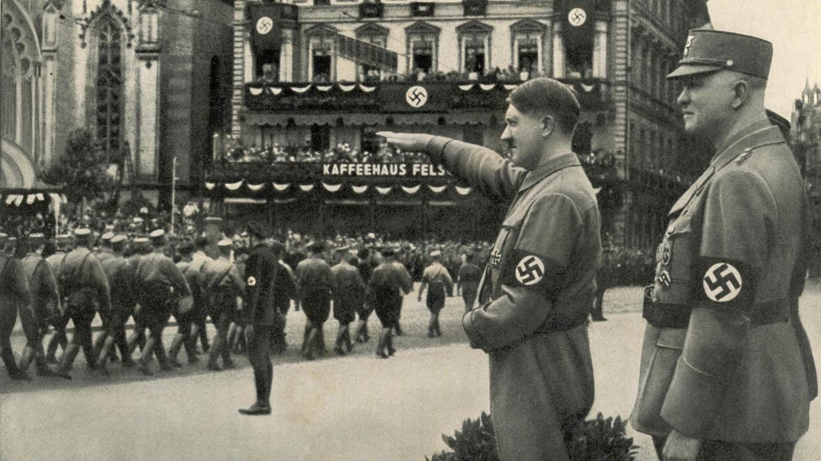 ظهور نئو نازی ها و طرفداران برتری نژادی سفید پوستان در ایالات متحده باعث شده که نمادها، عبارات و ایدئولوژی هایی به مردم معرفی شوند