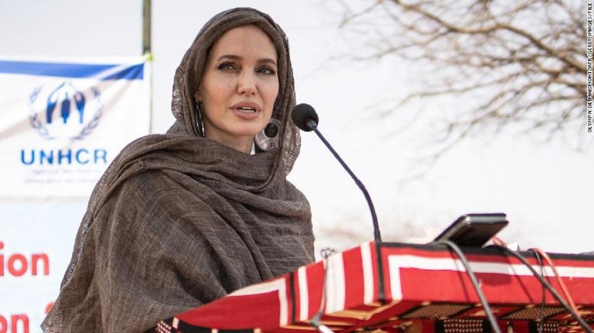 روزیاتو: پیوستن آنجلینا جولی به اینستاگرام برای معطوف کردن توجه ها به مردم افغانستان