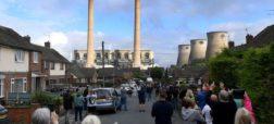 تخریب دودکش های نیروگاه فری بریج و تبدیلشان به تلی از خاک در ۷ ثانیه + ویدیو