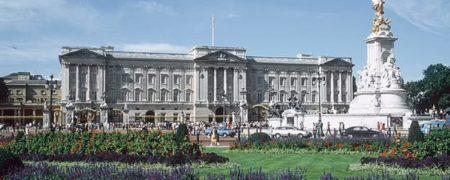 بازدیدکنندگان، باغ های کاخ باکینگهام، محل سکونت ملکه انگلیس را به باد انتقاد گرفتند