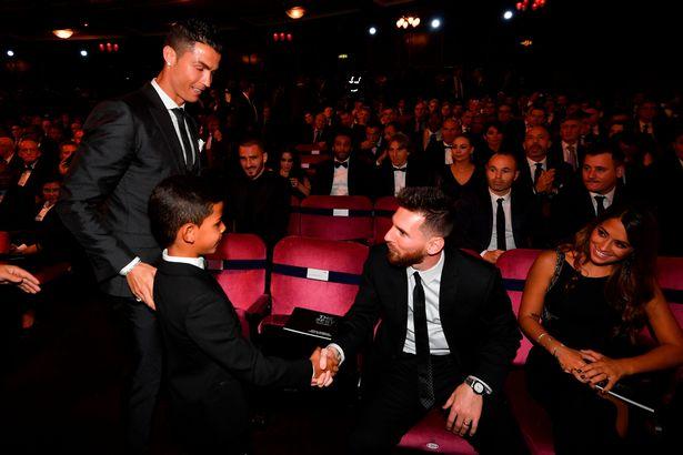 یک گفته دائماً تکرار شونده در دنیای فوتبال وجود دارد و آن این که هر کاری که لیونل مسی بتواند انجام دهد، کریستیانو رونالدو بهترش را انجام