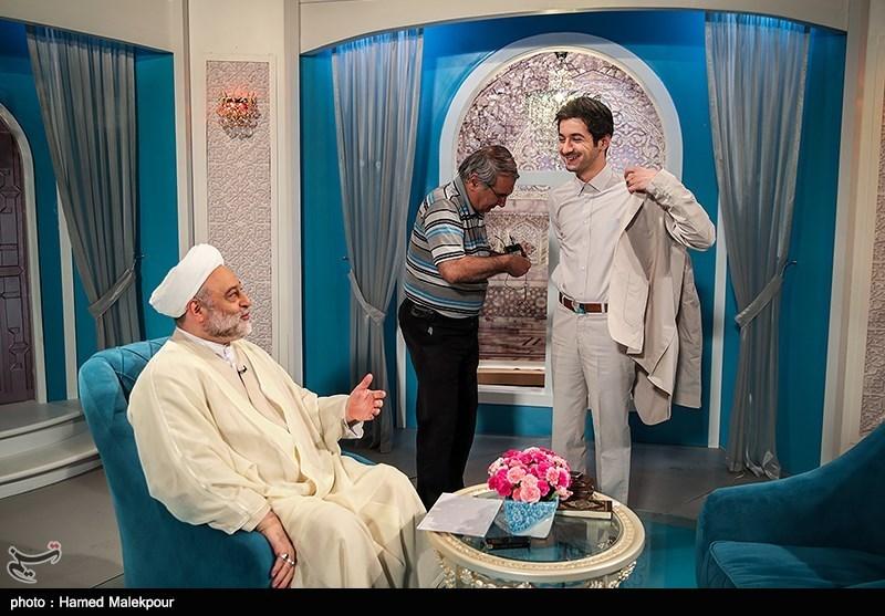 نجم الدین شریعتی مجری سرشناس برنامه مذهبی «سمت خدا» در برنامه «شب نشینی» از تجربه خود در زمینه مجری گری و زندگی شخصی اش گفت