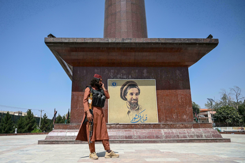 احمد مسعود فرزند احمد شاه مسعود ملقب به «شیر پنجشیر» است که پس از تسخیر افغانستان توسط نیروهای طالبان همچنان در پنجشیر مقاومت می کند