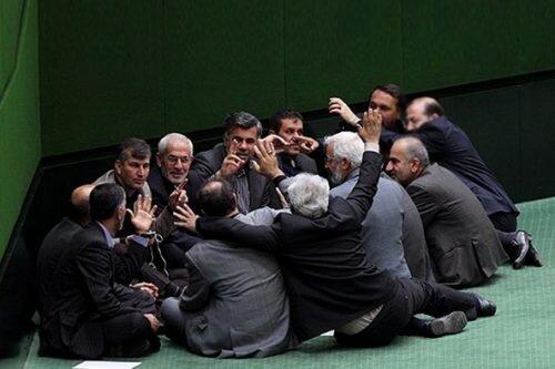 مجلس یازدهم که عنوان مجلس انقلابی را یدک می کشد بیش از 58 فراکسیون اصلی و فرعی دارد در حالی که تعداد نمایندگان 290 است