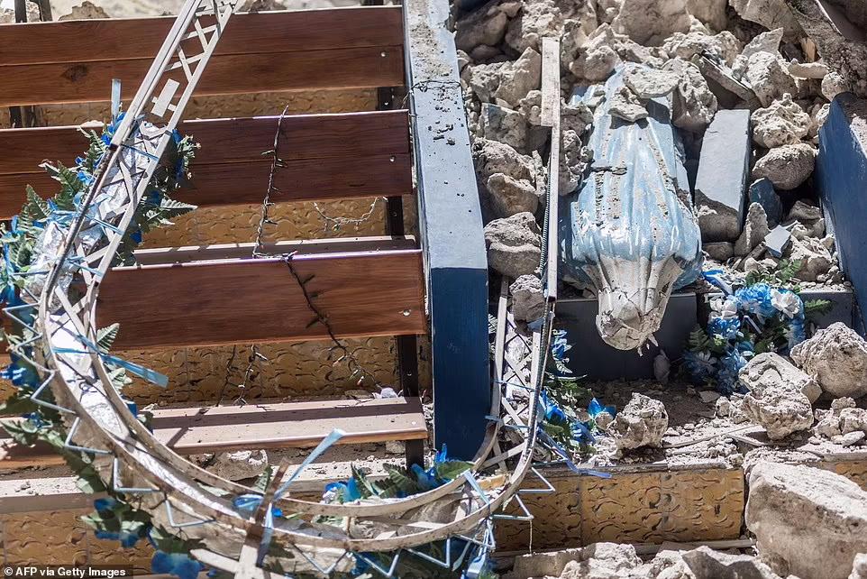 در زمین لرزه روز شنبه، هزاران خانه در هاییتی با خاک یکسان شده و شیوع کرونا نیز اوضاع را بیش از پیش برای مردم وخیم کرده است.