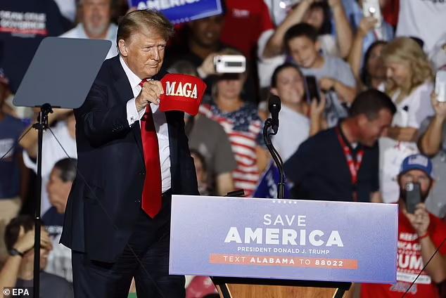 دونالد ترامپ روز گذشته به خاطر عقب نشینی فاجعه بار و نسنجیده نیروهای آمریکایی از افغانستان از جو بایدن به شدت انتقاد کرده