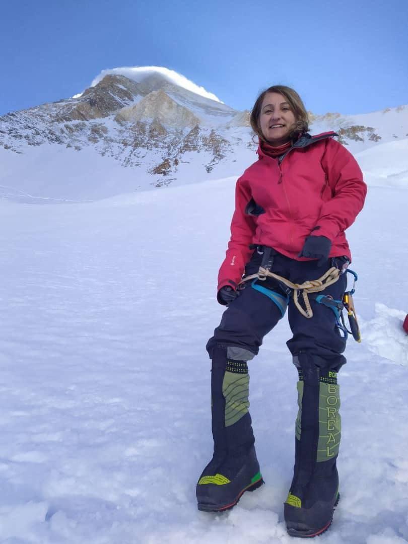 الکسیس استون کوهنورد ایرانی-بریتانیایی که از اعضای گروه کوهنوردی آرش نیز هست، در یک پست اینستاگرامی جزییاتی از مرگ مهری جعفری ، کوهنورد ایرانی، را منتشر کرده است.