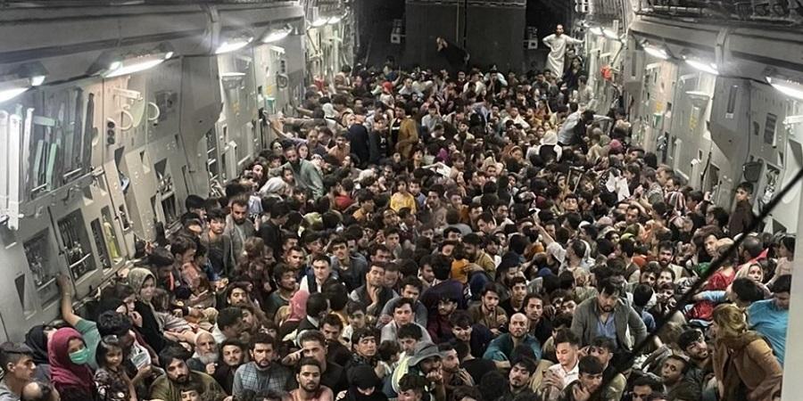 فرار ۶۴۰ افغانستانی با هواپیمای نظامی آمریکا از فرودگاه کابل