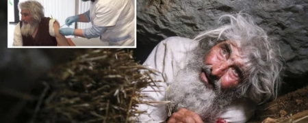 خارج شدن مرد غارنشین روسی بعد از ۲۰ سال از غار خود برای تزریق واکسن کرونا