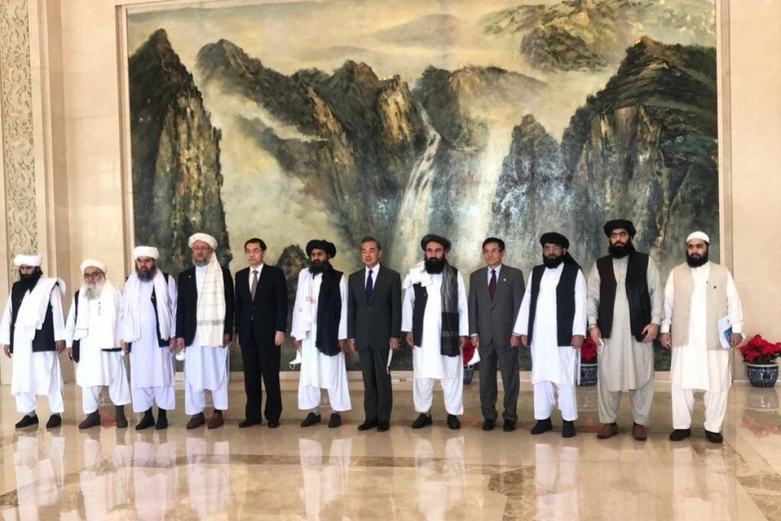 برخی منابع غربی مدعی شده اند که دولت چین در ازای کمک به سرکوب اویغورها از طالبان پشتیبانی تسلیحاتی می کند