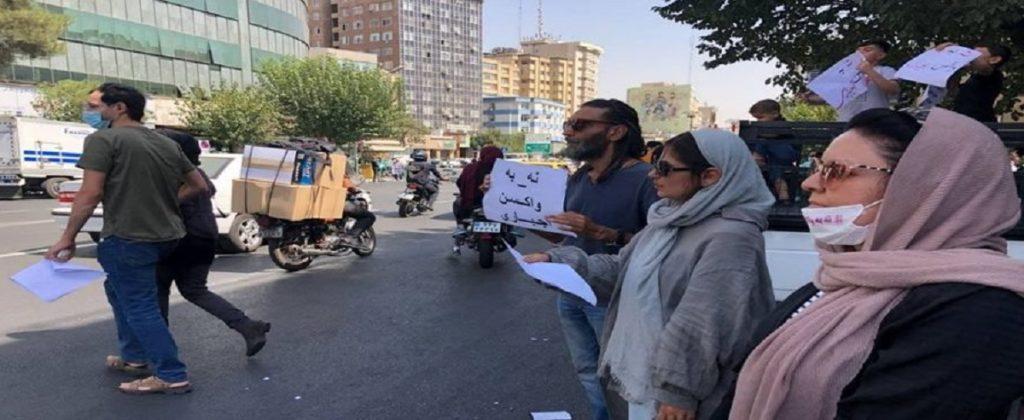 تجمع مخالفان واکسیناسیون مقابل وزارت کشور + ویدیو