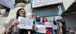 تجمع زنان افغان در اعتراض به فرمان دولت به کارمندان زن برای ماندن در خانه
