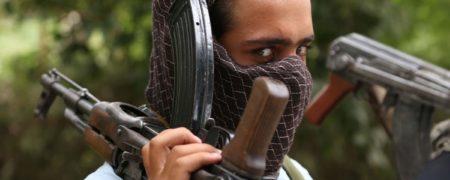 کشته شدن عضو طالبان در اثر بازی با اسلحه + ویدیو (۱۲+)