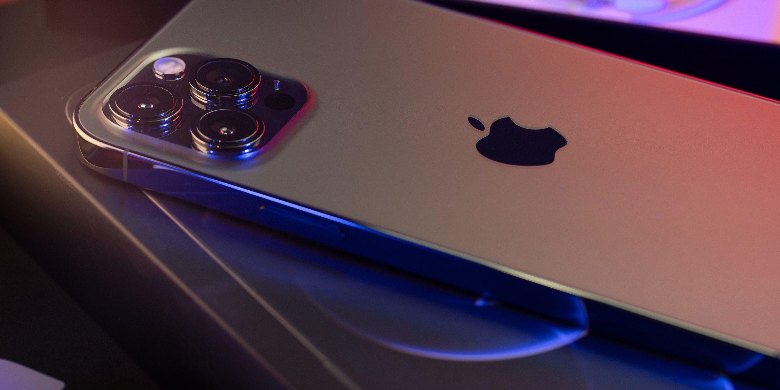 تیم کوک مدیرعامل کمپانی اپل بالاخره از آیفون 13 بسیار مورد انتظار خود رونمایی کرد و این بار رنگ خاص آن صورتی است.