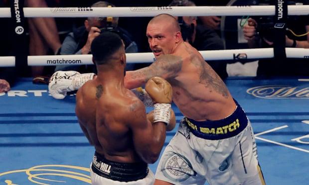 اولکساندر اوسیک (Oleksandr Usyk) قهرمان جدید سنگین وزن WBA, WBO و IBF است بعد از آنکه در نبردی برتر توانسته آنتونی جاشوا بریتانیایی را شکست
