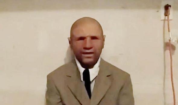 مردی مدعی سفر در زمان که خود را مامور سابق سازمان سیا می داند، می گوید عکسی در اختیار دارد که تصویری از سال 2118 است