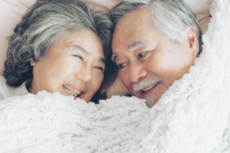 حفظ رابطه جنسی در میانسالی و سالمندی ؛ چه کار کنیم با افزایش سن از شوق نیفتیم ؟