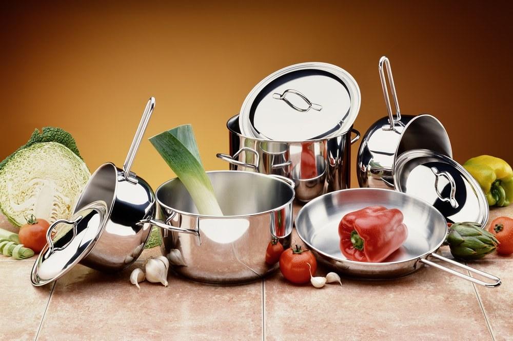 در ادامه این مطلب راهنمای خرید سرویس پخت و پز قصد داریم شما را با انواع مختلفی از سرویس های پخت و پز و مزایا و معایب هر یک از آن ها آشنا کنیم.
