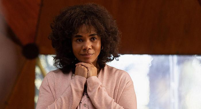 سریال Nine Perfect Strangers یک اقتباس پرستاره تلویزیونی از رمانی نوشته لیان موریارتی است در مورد افرادی که برای درمان مشکلات روحی شان