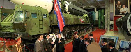 کیم جونگ اون در نمایشگاه تسلیحات نظامی به امریکا هشدار داد