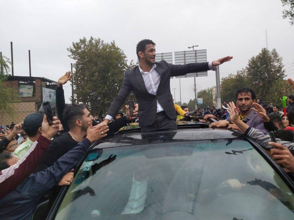 استقبال بی نظیر مردم از حسن یزدانی، یل جویبار، در زادگاهش + ویدیو