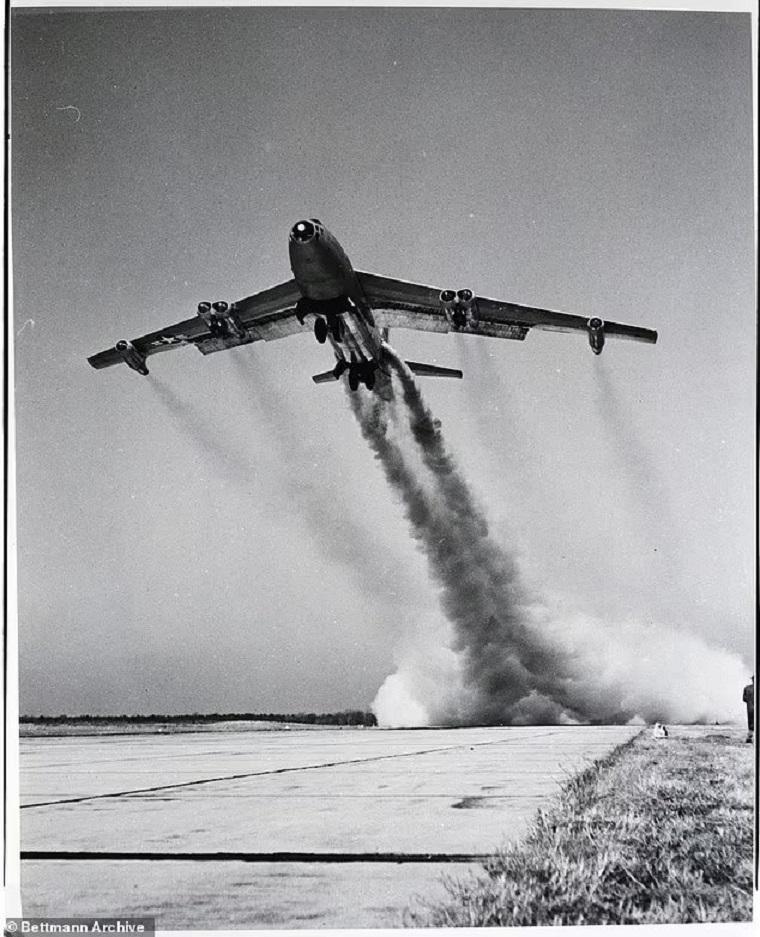 بمب افکن B-47