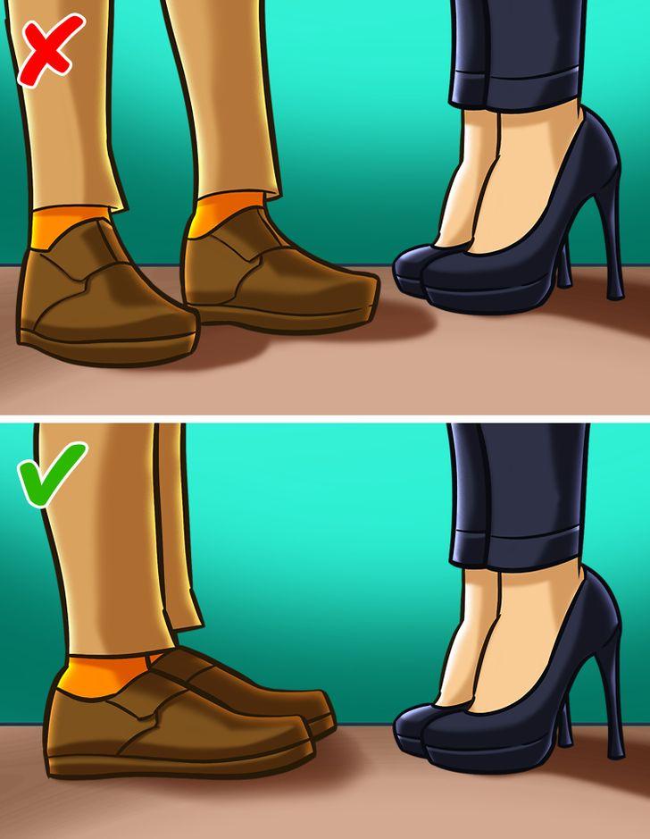 چرخاندن پاها به سمتی خلاف جهت پاهای طرف مقابل