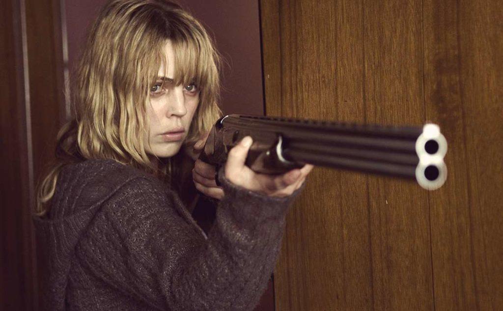 ۱۰ فیلم ترسناک سرگرم کننده که داستان هایی به شدت گیج کننده و پیچیده دارند