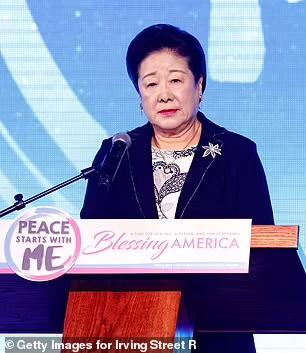 پسر رهبر فرقه مذهبی مونی ها در کره جنوبی پس از اختلاف با مادرش یک فرقه مذهبی دیگر تاسیس کرده که سلاح می پرستند
