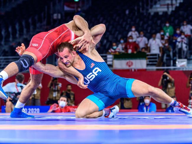 شب گذشته در جریان رقابت های کشتی جام جهانی در نروژ، حسن یزدانی در مسابقه نهایی وزن 86 کیلوگرم به مصاف دیوید تیلور آمریکایی رفت