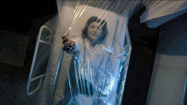 در ادامه این مطلب قصد داریم شما را با 10 فیلم ترسناک پیچیده و گیج کننده آشنا کنیم که از حل معمای آن ها لذت خواهید برد.
