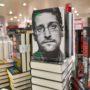ماجرای توییت های فارسی ادوارد اسنودن ، افشاگر مشهور آمریکایی، چیست؟